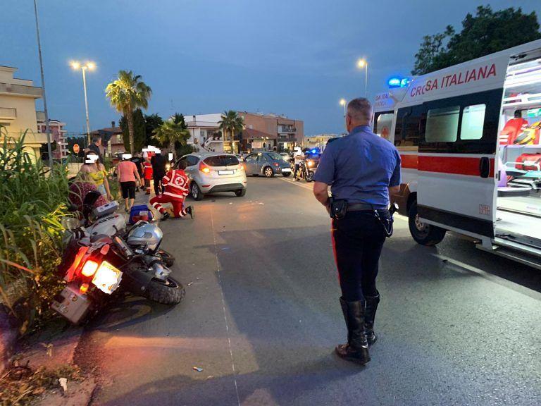 Alba Adriatica, incidente all'incrocio del Gattopardo: coinvolte una moto e due auto FOTO