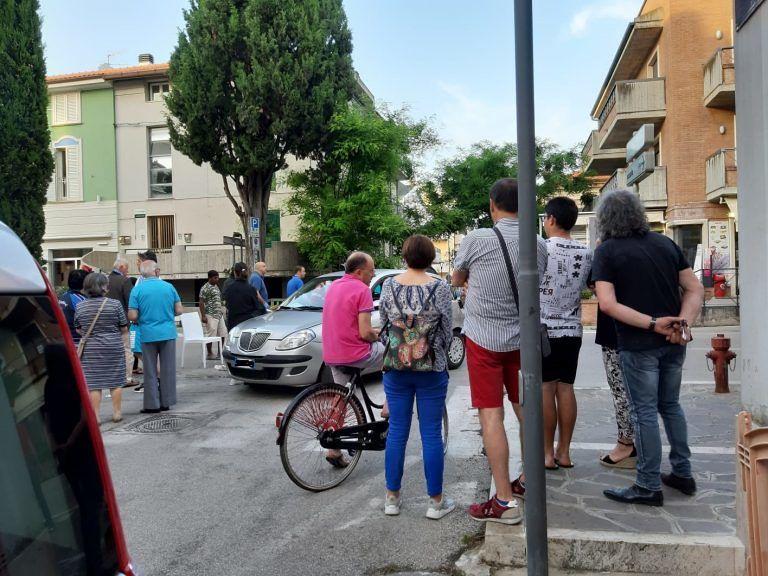 Pineto, incidente tra auto e scooter: 2 feriti FOTO