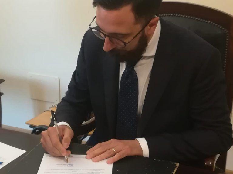 Coronavirus, Città Sant'Angelo: la giunta si taglia le indennità per assistere le famiglie in difficoltà