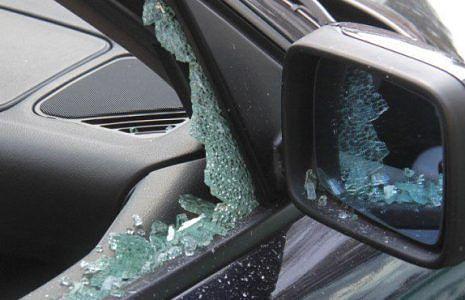Alba Adriatica, auto danneggiate all'uscita dalla discoteca