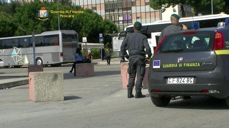 Pescara, finanziere morso da un evaso durante un controllo antidroga