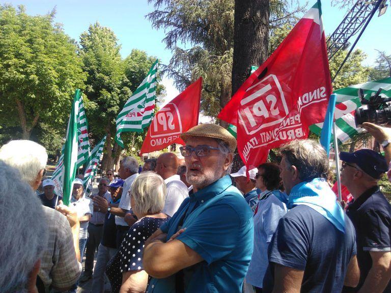 Liste d'attesa, i sindacati dei pensionati consegnano 17mila firme a Sospiri