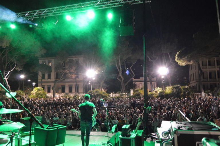 Silvi, grande successo di Shine on: la musica dei Pink Floyd incanta duemila spettatori