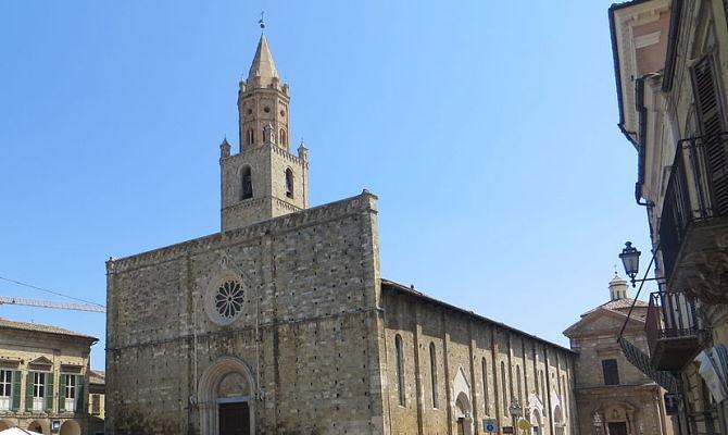 Atri, chiesto intervento sulla facciata della Cattedrale: la lettera al Ministero