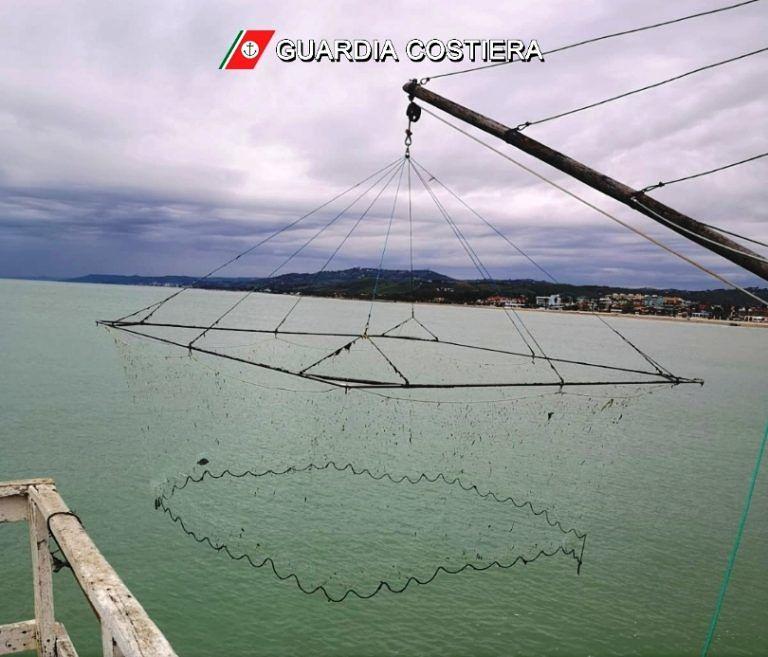 Giulianova, irregolare l'attrezzo da pesca: multato il titolare di un caliscendi