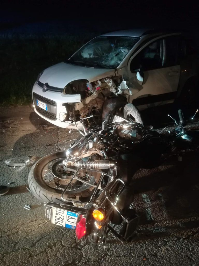 Torano Nuovo, schianto moto-auto: muore padre di famiglia