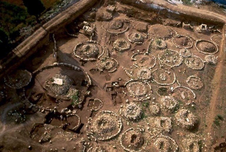 Fossa, riapre al pubblico la necropoli: aperture estive e nuove indagini archeologiche