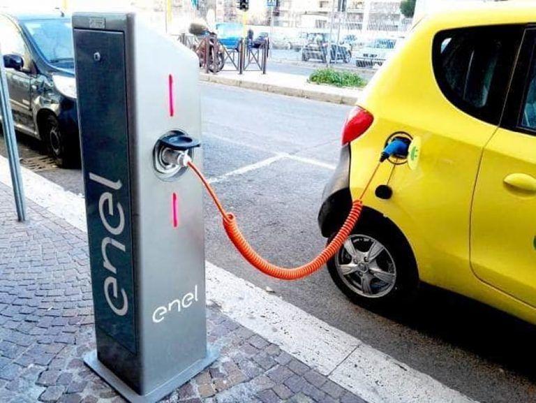 """Teramo, la segnalazione: """"Città indietro sulla mobilità elettrica"""""""