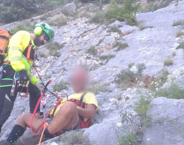 """Escursionista in difficoltà, recuperato a Fara San Martino sulla """"liscia del monaco"""""""
