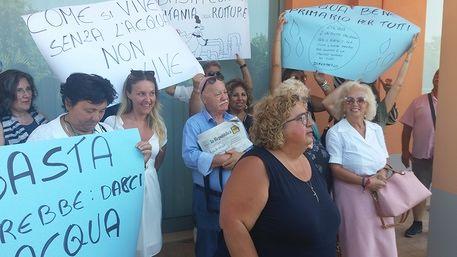 Vasto (Chieti), sit-in alla delegazione Sasi