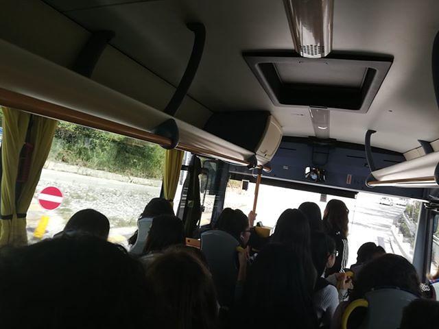 Teramo, disagi sulla linea scolastica TUA per Ornano-Colledara: pochi mezzi e super affollati FOTO