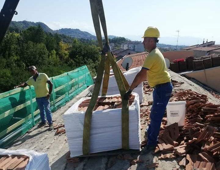 Pescara, via Caduti per Servizio: al via i lavori per risanare i tetti
