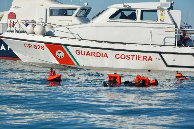 Pescara, imbarcano acqua: in 4 salvati dalla Guardia Costiera