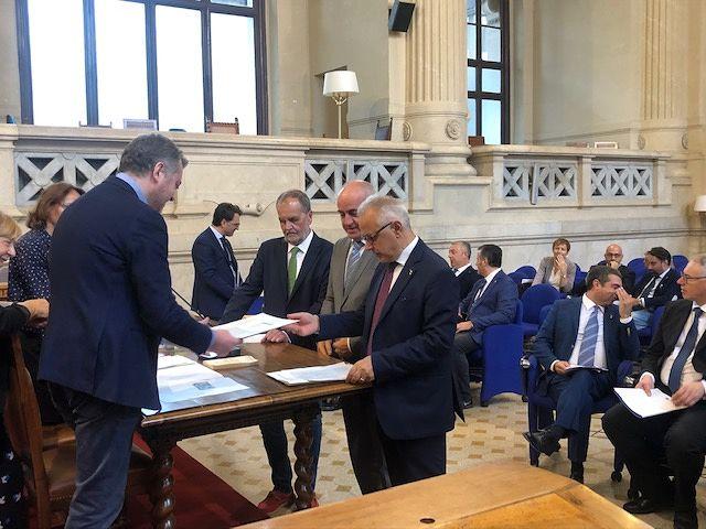 Abruzzo, i consiglieri Montepara e Angelosante depositano il quesito referendario