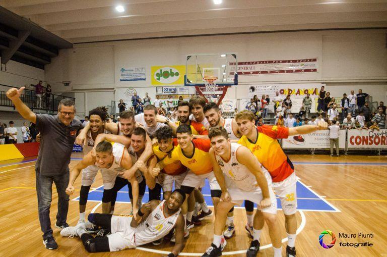 Basket, impresa del Giulianova: vince il derby all'esordio contro Chieti