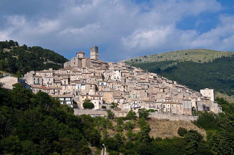 Castel del Monte domani su Rai 3 per Il Borgo dei Borghi – VIDEO