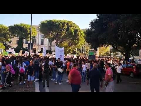 I giovani abruzzesi nelle strade contro il cambiamento climatico FOTO VIDEO