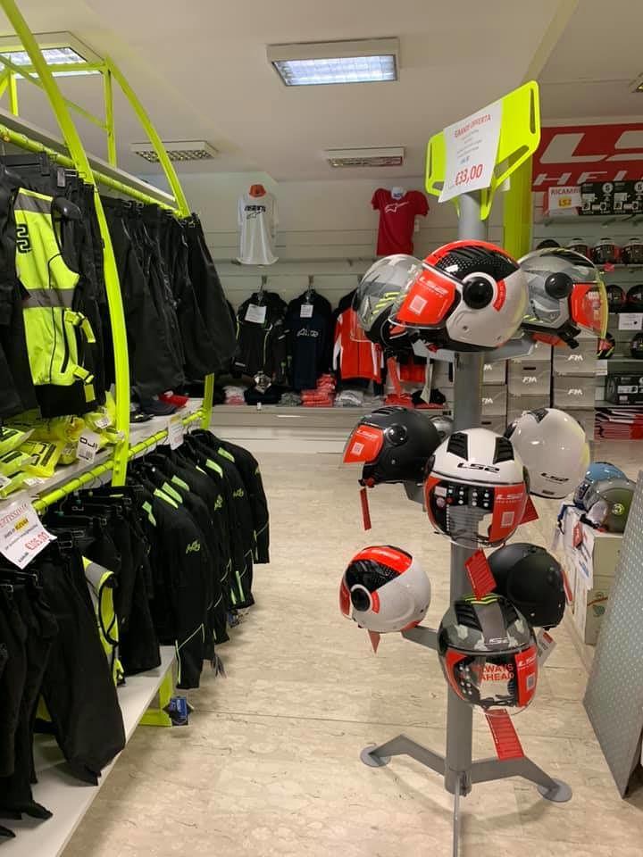 Approfitta del PAGHI 2 PRENDI 3 e della Promozione su tutti i caschi da SICSTAR MOTORS GROUP in Via Nazionale a Tortoreto Lido (TE)