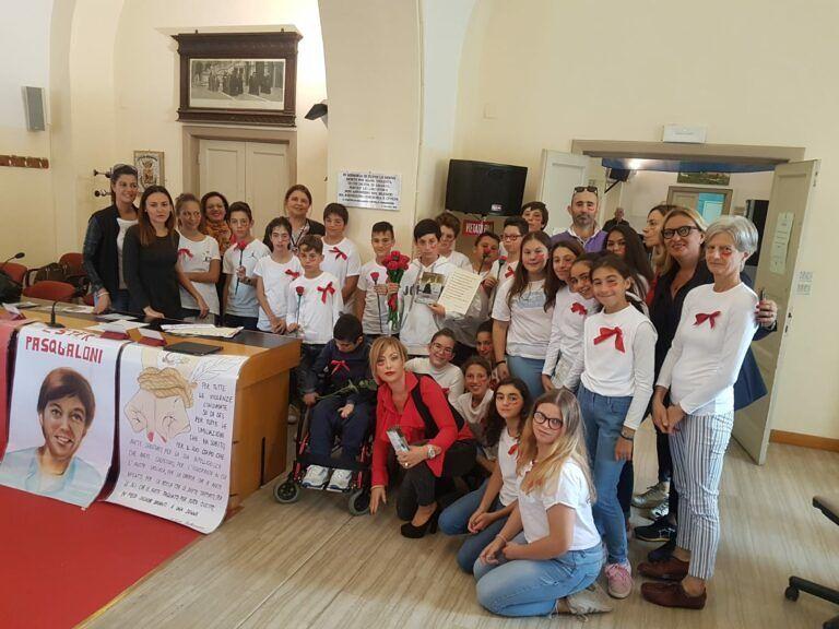 Giulianova, studenti della 'Pagliacetti' visitano la Sala Consiliare FOTO