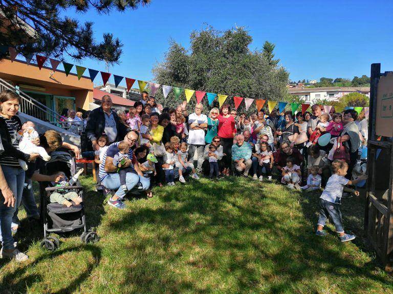 """Teramo, nonni e bambini giardinieri per un giorno all'asilo """"Accademia di Pollicino"""" FOTO"""