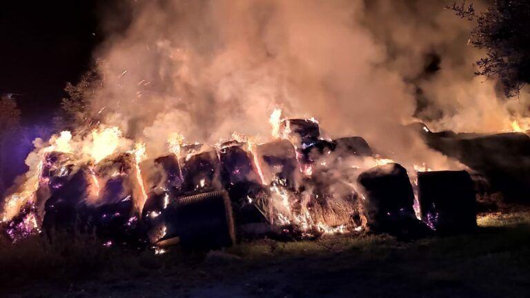 Teramo, fiamme a Ponzano: incendio a pochi metri dalle abitazioni FOTO