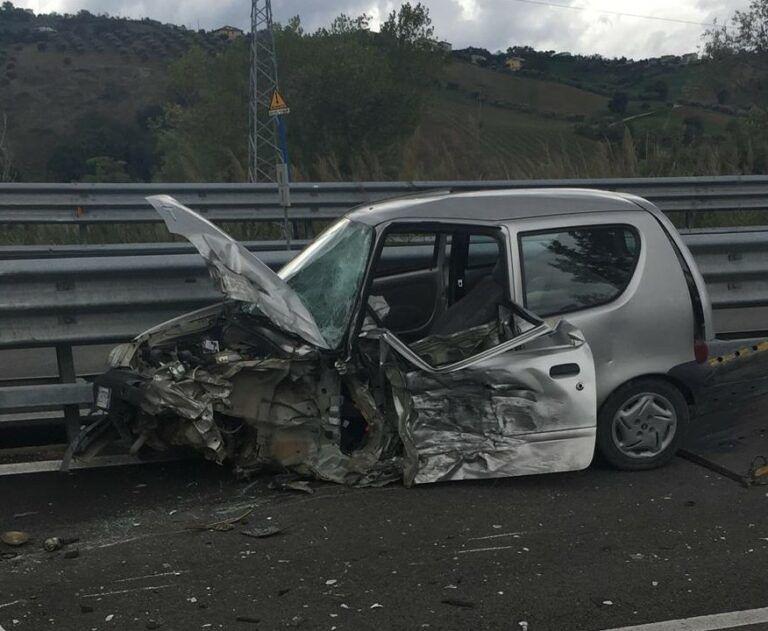 Auto contromano sulla Teramo-Mare: muore un anziano FOTO VIDEO
