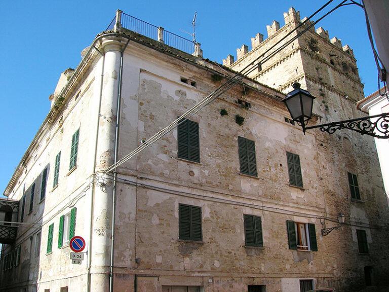 Penne, all'asta scuole e palazzo De Caesaris