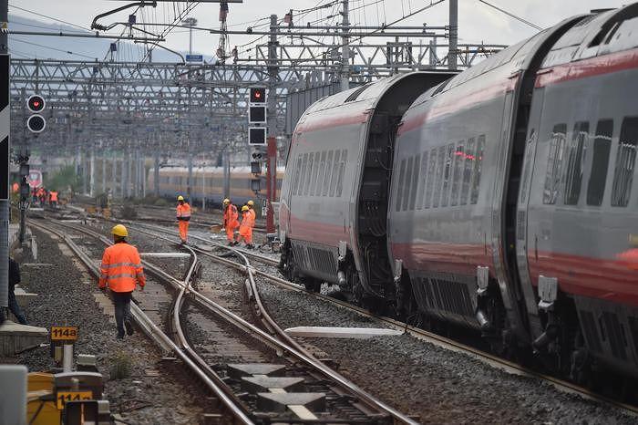 Guasto Freccia Argento Milano-Pescara: notte in treno per 145 passeggeri