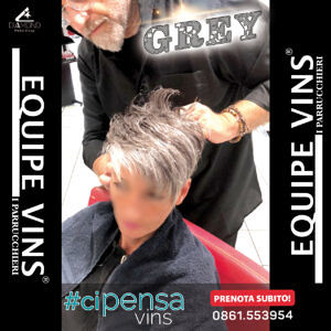 """""""Il grigio non è mai stato così moderno"""" Da L'imperfetto Equipe VINS I PARRUCCHIERI L'autenticità è la chiave per un Hair Style perfetto!"""