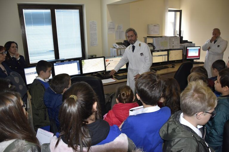 """Teramo, visita in Questura degli studenti della """"Falcone-Borsellino"""" FOTO"""
