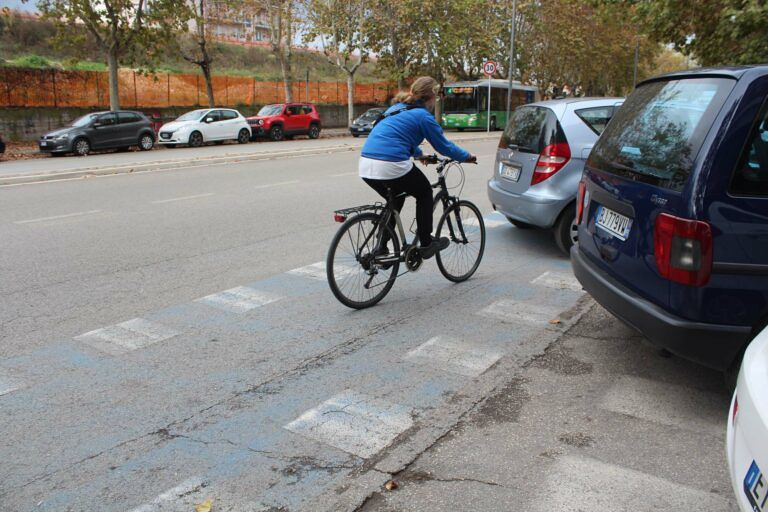 "Pescara, via De Gasperi: pista ciclabile ""roulette russa"""