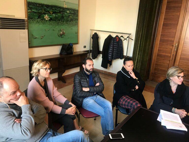 Pescara, via Regina Margherita e via Fabrizi: i commercianti vogliono le auto per Natale