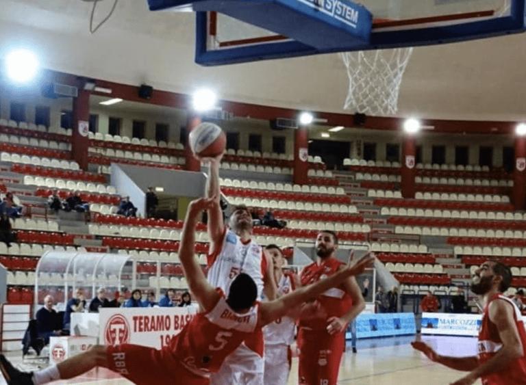 Basket, l'Adriatica Press Teramo cede a Rimini al Palaskà (70-84)