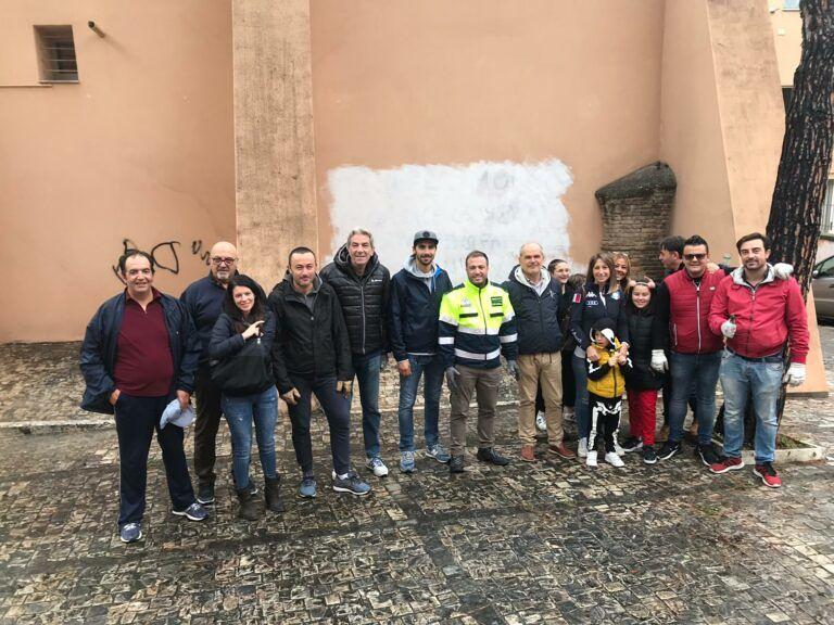 Giulianova, il Sindaco trascorre il suo compleanno a ripulire la città FOTO