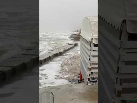 Alba Adriatica, ore di apprensione per la nuova mareggiata VIDEO