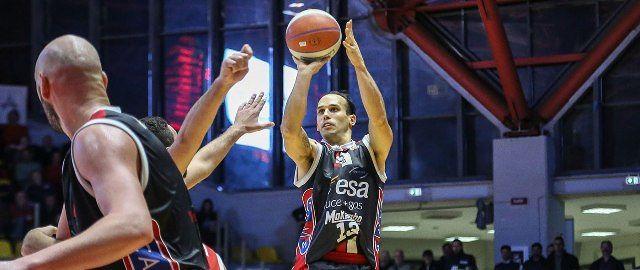 Basket, Chieti si arrende al PalaRisorgimento: Amoroso trascina la Virtus (77-72)