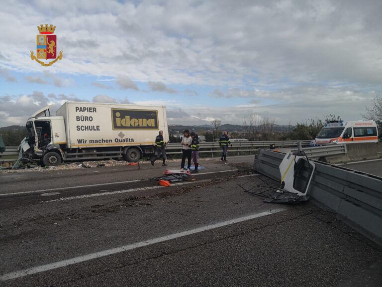 Schianto sull'Ascoli Mare: morti due camionisti FOTO