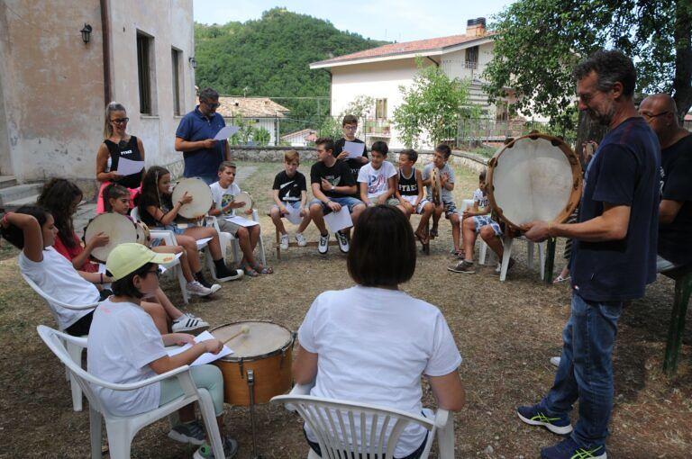 """Fano a Corno, """"I suonatori della Valle Siciliana"""": al via i corsi per la costruzione degli strumenti popolari"""