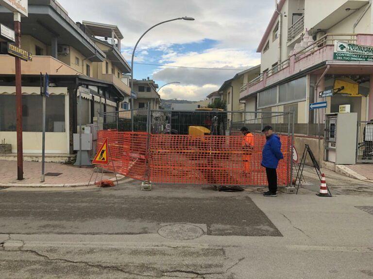 Martinsicuro, via Michetti: al via i lavori sulla condotta delle acque bianche FOTO