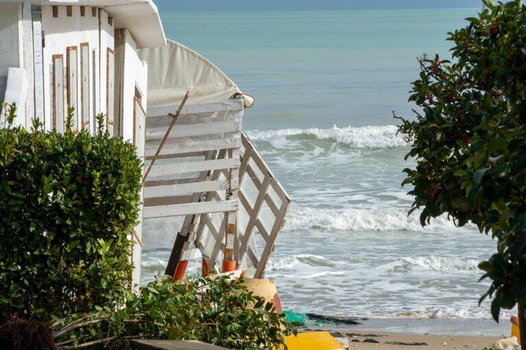 Alba Adriatica, spiaggia devastata dalla mareggiata. Il sindaco: ora è il tempo di agire
