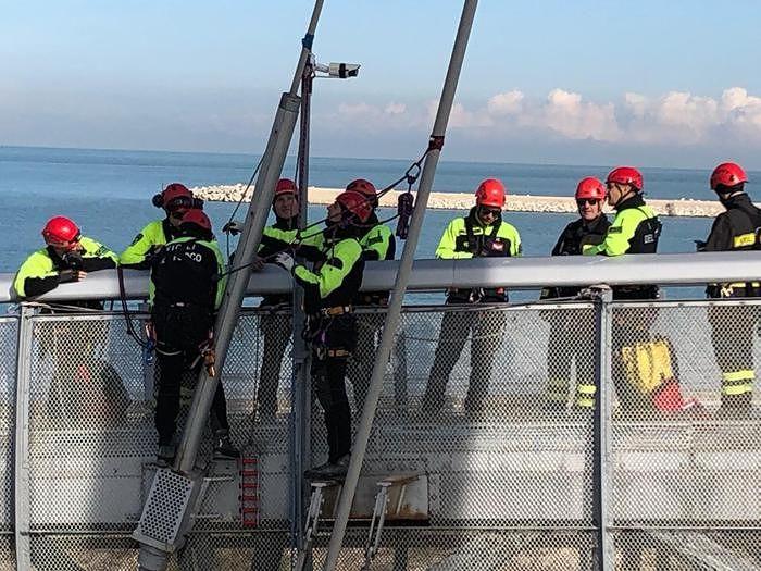 Pescara, il Ponte del Mare evacuato dai vigili del fuoco: LE FOTO DELL'ESERCITAZIONE