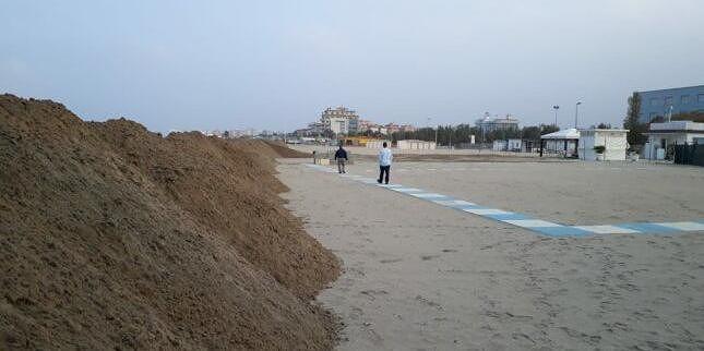 """Tortoreto, erosione e """"dune"""" modello Riccione: l'associazione BalneaTor vuole acquistare una ruspa"""