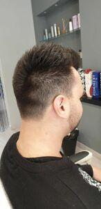 Mani di forbici Hair Style Barberia a Sant'Omero!