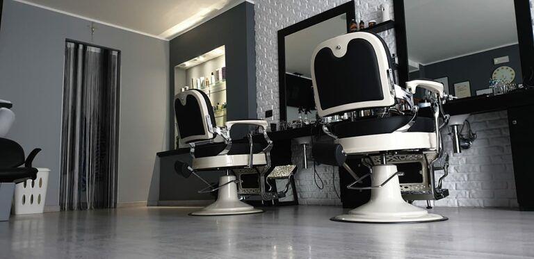 Crea il tuo look alla moda con la Barberia MANI DI FORBICI Hair Style!