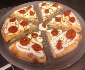 Pizzeria braceria Sessantanove, vi aspetta tutti i giorni per deliziarvi con ottime pizze e carne squisita!
