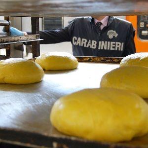 Pescara, mercatini natalizi irregolari: sequestrati 300 chili di dolciumi