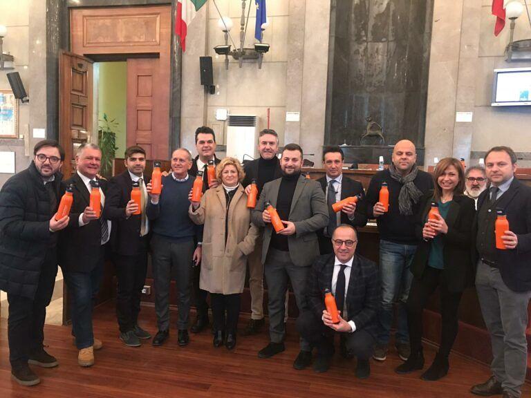 Pescara, sugli scranni del Comune arrivano le borracce plastic free