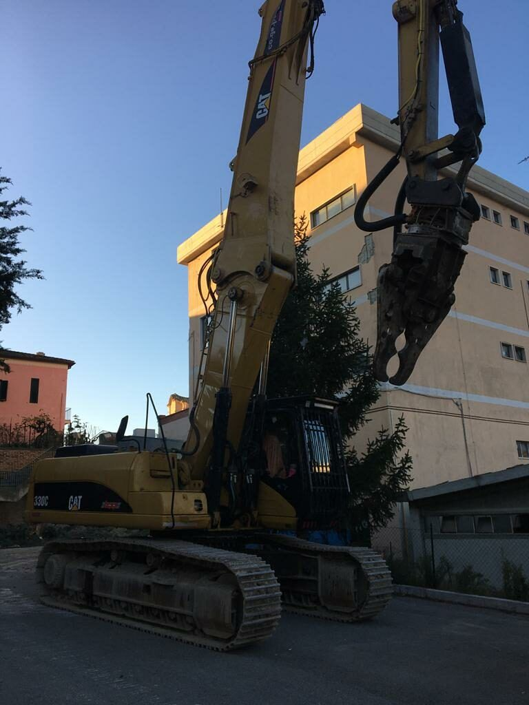Torricella Sicura: partita la demolizione del Municipio