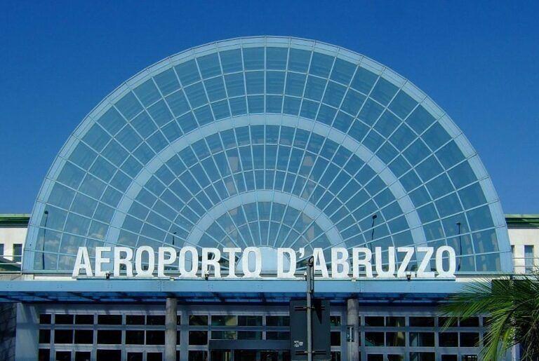 Pescara, aeroporto d'Abruzzo senza rimborsi per il lockdown: il caso alla Conferenza delle Regioni