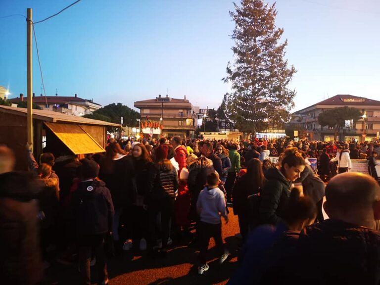 Entusiasmo e partecipazione per l'apertura dell'Alba Christmas Village